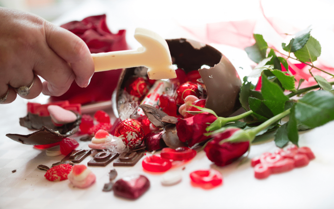 Room with Roses – Hidden Treasure Smash Cake